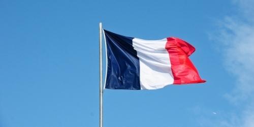 Guvernul francez e dat în judecată