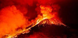 erupție vulcan Indonezia