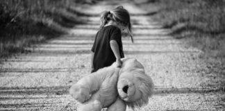a înjunghiat fetița de 4 ani