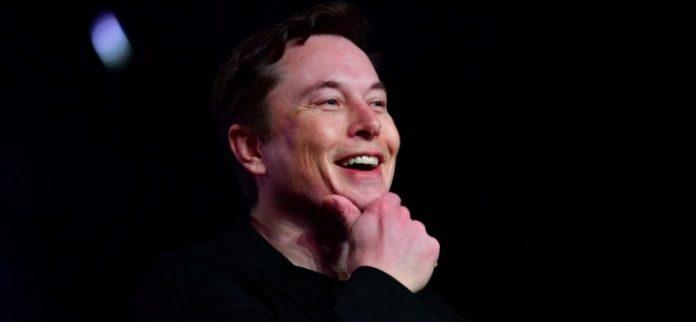 Elon Musk trimite ventilatoare