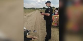lovit de polițiști