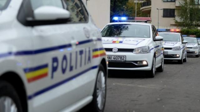 O femeie a rănit un polițist