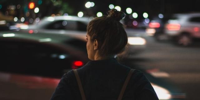 fete pe stradă