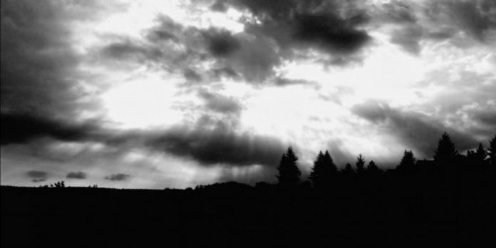 cerul fumegă cenușă